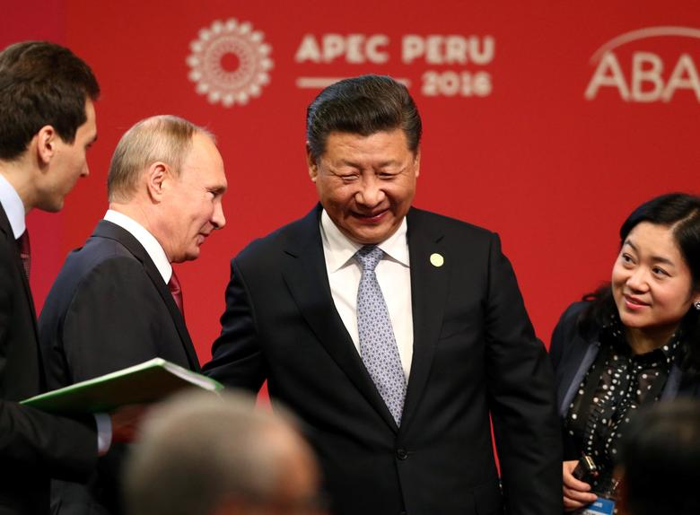 Russian President Vladimir Putin (2nd L) and Chinese President Xi Jinping (C) attend a meeting of the APEC (Asia-Pacific Economic Cooperation) Business Advisory Council in Lima, Peru, November 19, 2016. REUTERS/Mariana Bazo
