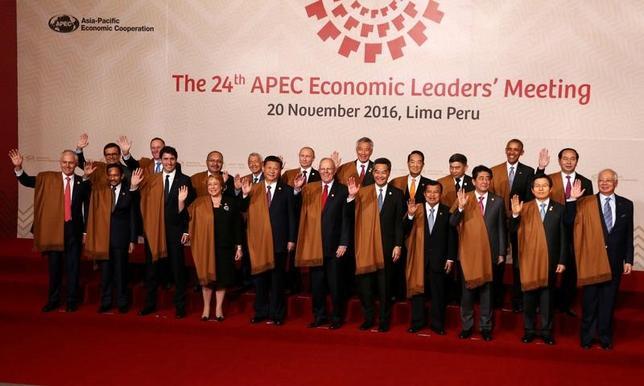 11月20日、ペルーのリマで開催されていたアジア太平洋経済協力会議(APEC)首脳会議は、「あらゆる形の保護主義」と戦うことへの決意を再確認する首脳宣言を採択して閉幕した。(2016年 ロイター/Mariana Bazo)