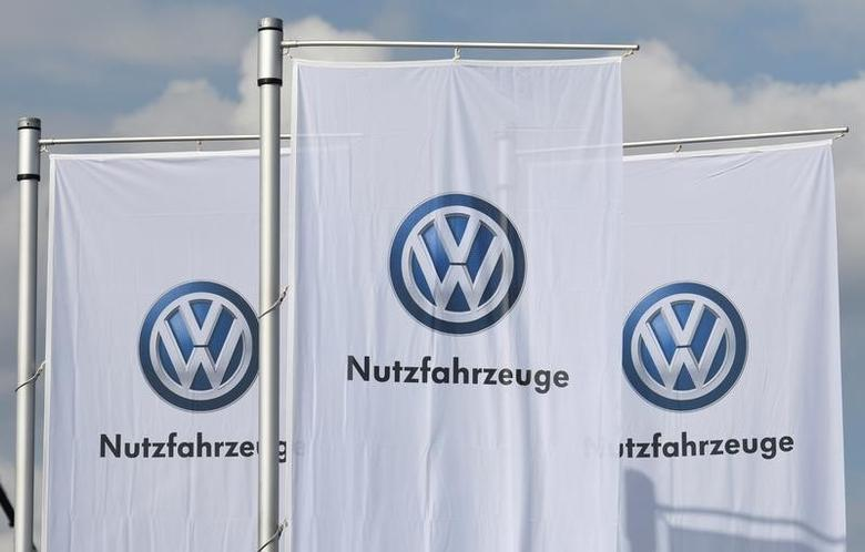 2016年9月22日,德国汉诺威卡车展会上大众汽车的旗帜。REUTERS/Fabian Bimmer