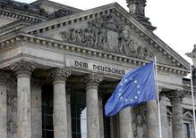 L'intervention de la CE, qui a lancé un appel à l'Allemagne la semaine dernière pour qu'elle augmente la dépense publique, est peut-être le prélude à un changement de cap économique après une longue période dominée par l'austérité budgétaire, si bien défendue par l'Allemagne. /Photo d'archives/REUTERS/Fabrizio Bensch