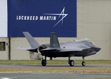 Lockheed Martin, qui est à suivre lundi à Wall Street, a décroché un contrat de 1,2 milliard de dollars pour moderniser des avions F-16 pour la Corée du Sud. /Photo d'archives/REUTERS/Peter Nicholls