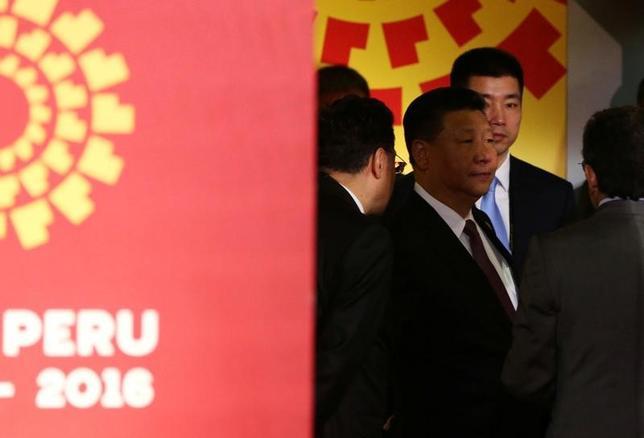 11月21日、米国は自ら音頭を取ってきたTPPから離脱する様相となった。これに幻滅したアジア各国の指導者は「中国主導」の代替案が打ち出されるのを待ち構えているが、当の中国政府は新たな多国間貿易協定の枠組み構築で主導的役割を果たしたくないと表明した。写真は中国の習近平国家主席。ペルー首都リマで開催されたAPEC首脳会議で20日撮影(2016年 ロイター/Mariana Bazo)