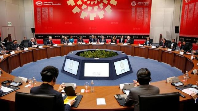 11月22日、ペルーのフェレイロス貿易相は、トランプ次期大統領が来年1月の就任初日にTPP脱退を通告すると表明したことを受け、TPPに関する新たな話し合いを提案した。リマのAPECサミットで19日撮影(2016年 ロイター/KEVIN LAMARQUE)