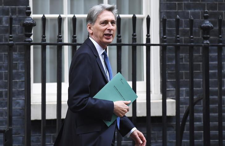 图为英国财政大臣哈蒙德。REUTERS/Toby Melville