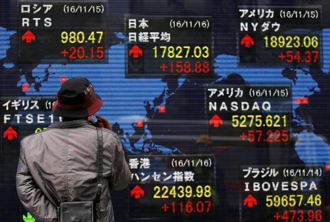 11月25日、来週の東京株式市場は、しっかりの展開となる見通し。米トランプ次期政権への期待を背景に相場に勢いが付いており、余程の材料がない限り強気ムードの急変は想定しにくい。写真は都内で16日撮影(2016年 ロイター/Toru Hanai)