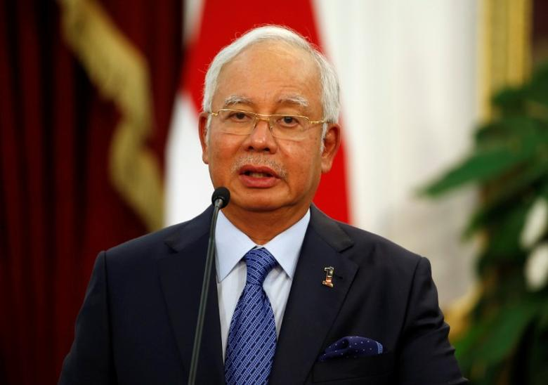 Malaysia's Prime Minister Najib Razak talks to the media beside Indonesia's President Joko Widodo after a bilateral meeting at Presidential Palace in Jakarta, Indonesia, August 1, 2016. REUTERS/Beawiharta