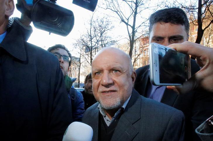 Iran's Oil Minister Bijan Zanganeh arrives at his hotel ahead of a meeting of OPEC oil ministers in Vienna, Austria, November 29, 2016. REUTERS/Heinz-Peter Bader