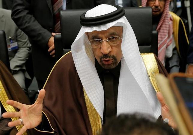 11月30日、サウジアラビアのファリハ・エネルギー相は、OPECが減産合意に近づいていると述べた。ウィーンのOPEC本部で撮影(2016年 ロイター/HEINZ-PETER BADER)