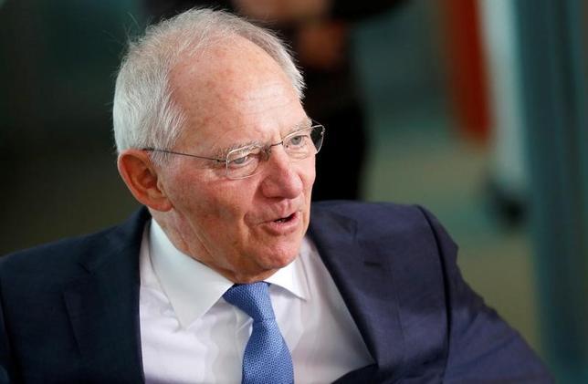 11月30日、ショイブレ独財務相は、グローバル化の流れに逆行することはできず、G20は一段と緊密に協力していく必要があると述べ、トランプ次期米大統領が推進する保護主義をけん制した。ベルリンで撮影(2016年 ロイター/Hannibal Hanschke)