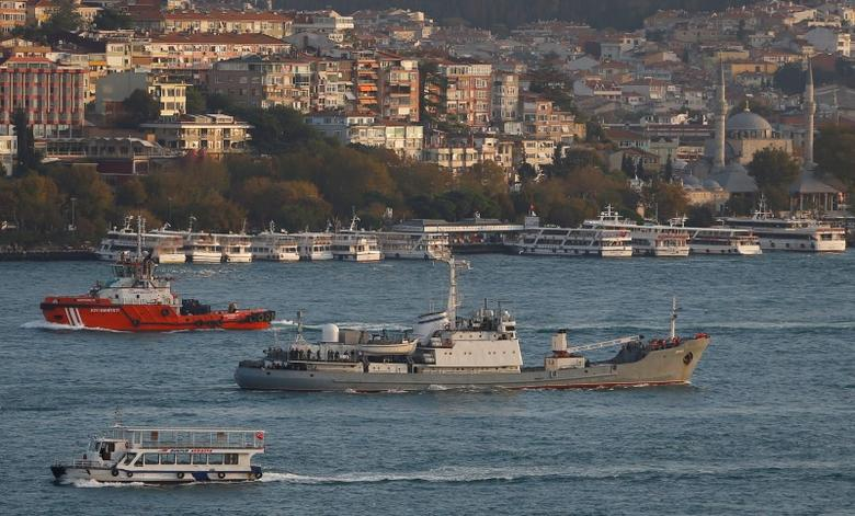 Russian Navy's reconnaissance ship Liman of the Black Sea fleet sails in the Bosphorus, on its way to the Mediterranean Sea, in Istanbul, Turkey, October 21, 2016. REUTERS/Murad Sezer