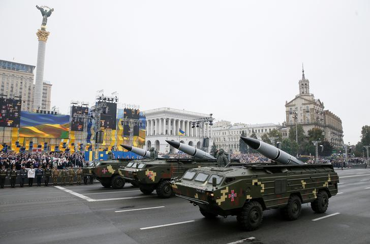 Ukrainian OTR-21 Tochka-U mobile missile launch systems drive during Ukraine's Independence Day military parade in central Kiev, Ukraine, August 24, 2016. REUTERS/Gleb Garanich