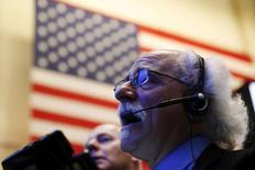 Wall Street a fini sur une note irrégulière jeudi. le Dow Jones a gagné 68,35 points, soit 0,36%, à 19.191,93 points, assez pour signer une clôture record mais sans atteindre son pic absolu de 19.225 inscrit la veille. /Photo prise le 12 octobre 2016/REUTERS/Lucas Jackson