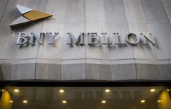 Las oficinas del banco Bank of New York Mellon Corp en Nueva York, mar 11, 2015. Los argentinos con fondos en una unidad del Bank of New York Mellon Corp no pueden hacer transferencias directas a su Gobierno para pagar un impuesto del programa de amnistía fiscal, lo que los llevó a usar un tipo de cambio indirecto para realizar el pago, dijeron un abogado y un operador.  REUTERS/Brendan McDermid