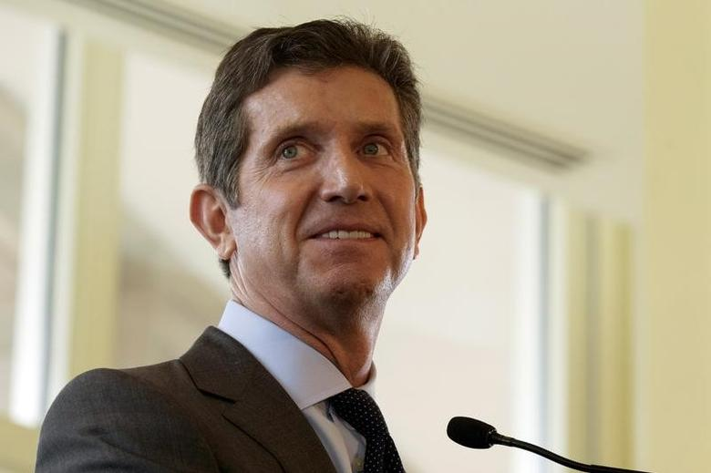 Alex Gorsky, CEO of Johnson & Johnson, speaks at the Boston College Chief Executives Club luncheon in Boston, Massachusetts September 11, 2015.   REUTERS/Brian Snyder