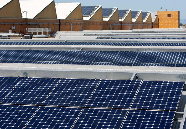 Solar panels sit on the roof of SunPower Corporation in Richmond, California in this March 18, 2010 file photo.  REUTERS/Kim White/File Photo