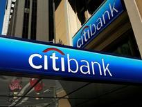 Citigroup a constaté au quatrième trimestre une hausse d'environ 20% de son revenu tiré de l'activité de marchés par rapport à la même période de l'an dernier. /Photo d'archives/REUTERS/Robert Galbraith