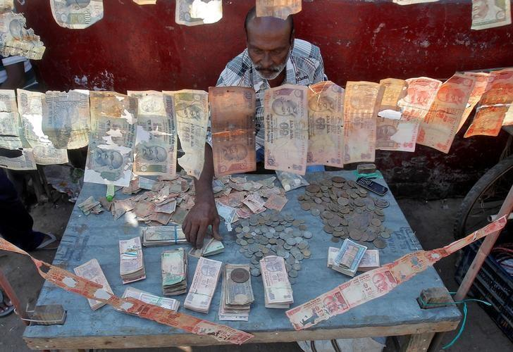 A roadside currency exchange vendor sorts Indian currency notes at his stall in Agartala, India, December 6, 2016. REUTERS/Jayanta Dey