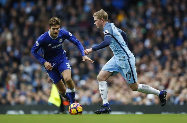Britain Football Soccer - Manchester City v Chelsea - Premier League - Etihad Stadium - 3/12/16 Chelsea's Marcos Alonso in action with Manchester City's Kevin De Bruyne  Action Images via Reuters / Jason Cairnduff Livepic