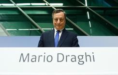 Президент ЕЦБ Марио Драги на пресс-конференции в штаб-квартире регулятора во Франкфурте-на-Майне. 8 декабря 2016 года. Драги отверг разговоры о том, что объявленное по итогам заседания регулятора в четверг изменение программы скупки активов указывает на подготовку к ее завершению. REUTERS/Ralph Orlowski