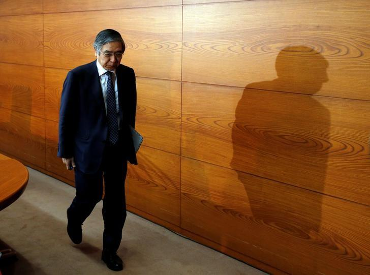 Bank of Japan (BOJ) Governor Haruhiko Kuroda leaves a venue after a news conference at the BOJ headquarters in Tokyo, Japan November 1, 2016. REUTERS/Kim Kyung-Hoon