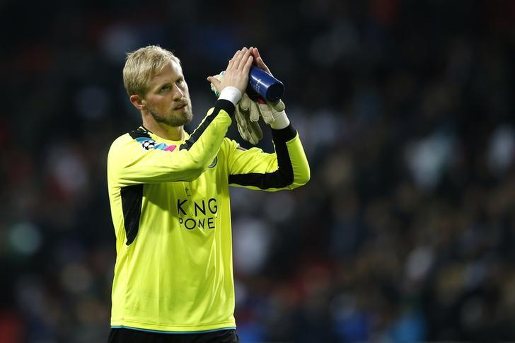Football Soccer - FC Copenhagen v Leicester City - UEFA Champions League Group Stage - Group G - Parken Stadion, Copenhagen, Denmark  - 2/11/16 Leicester City's Kasper Schmeichel applauds their fans after the match Action Images via Reuters / Andrew Couldridge Livepic