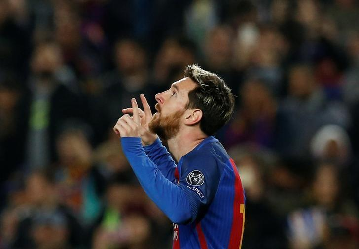 Football Soccer - FC Barcelona v Borussia Moenchengladbach - UEFA Champions League Group Stage - Group C - Camp Nou stadium, Barcelona, Spain - 6/12/2016 - Barcelona's Lionel Messi celebrates a goal against Borussia Moenchengladbach. REUTERS/ Albert Gea