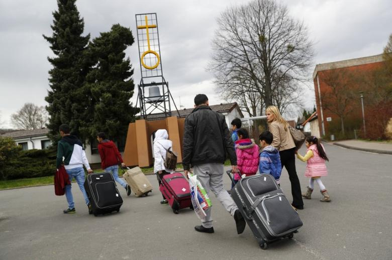 Syrian refugees arrive at the camp for refugees and migrants in Friedland, Germany April 4, 2016. REUTERS/Kai Pfaffenbach