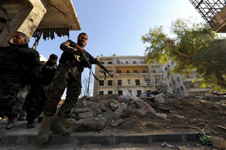 Forces loyal to Syria's President carry their weapons as they walk in a government held area of Aleppo, Syria December 9, 2016. REUTERS/Omar Sanadiki