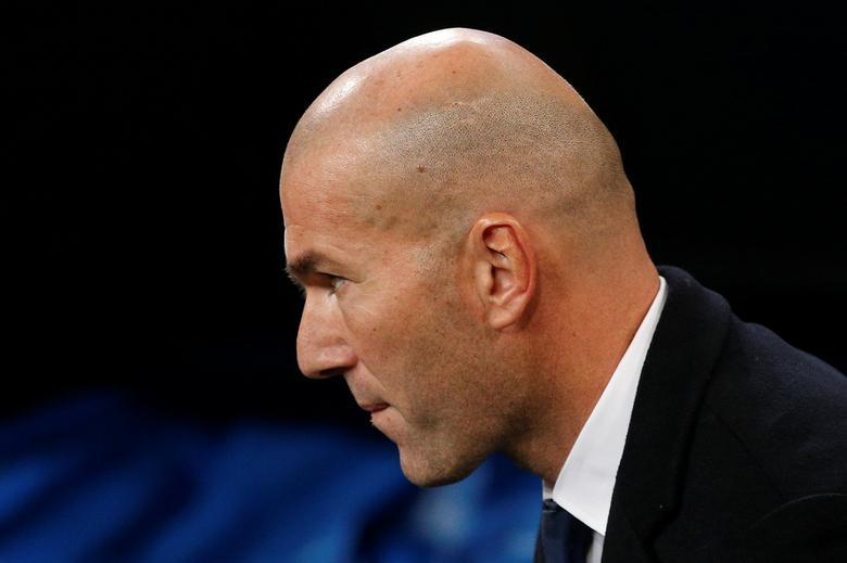 Football Soccer - Real Madrid v Borussia Dortmund - UEFA Champions League - Santiago Bernabeu stadium, Madrid, Spain - 7/12/16 Real Madrid's coach Zinedine Zidane before match. REUTERS/Juan Medina
