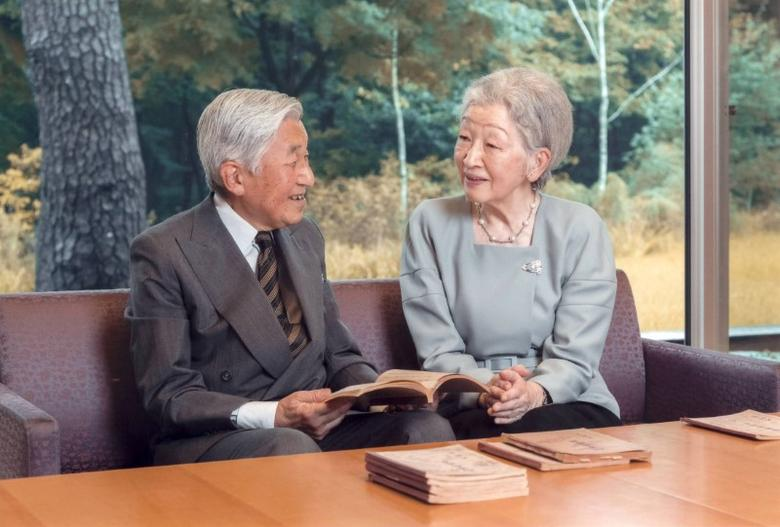 Japan's Emperor Akihito and Empress Michiko read a book at the Imperial Palace in Tokyo September 23, 2016. Mandatory credit AFP Photo/Imperial Household Agency of Japan/Handout via REUTERS/Files