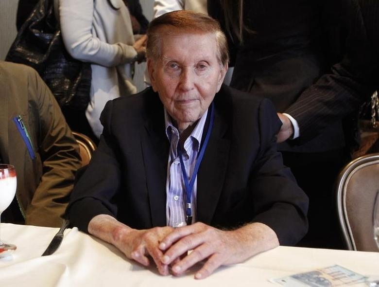 Sumner Redstone, executive chairman of Viacom Inc and CBS Corp, poses for a photo after answering questions at the Milken Institute Global Conference in Beverly Hills, California, U.S. May 2, 2012. REUTERS/Danny Moloshok/Files