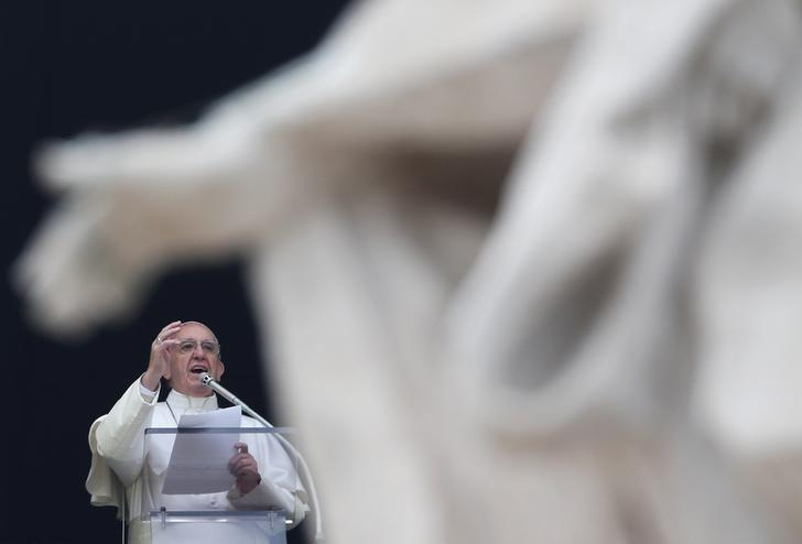 Pope Francis gestures during his Sunday Angelus prayer in Saint Peter's Square at the Vatican December 11, 2016. REUTERS/Alessandro Bianchi