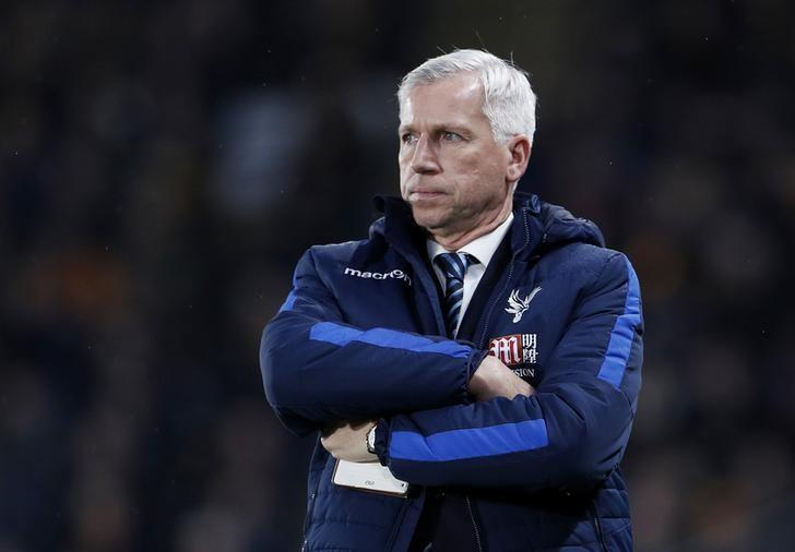 Crystal Palace manager Alan Pardew looks dejected. Hull City v Crystal Palace - Premier League - The Kingston Communications Stadium - 10/12/16. Action Images via Reuters / Lee Smith Livepic