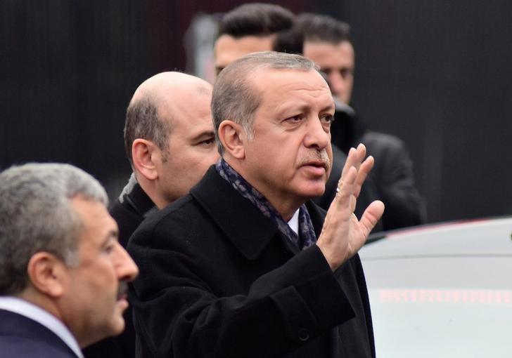 Turkish President Tayyip Erdogan greets people as he arrives at the site of Saturday's blasts, in Istanbul, Turkey, December 12, 2016. REUTERS/Yagiz Karahan