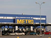 Le distributeur allemand Metro a déclaré jeudi envisager des acquisitions pour son enseigne d'électronique grand public. /Photo d'archives/REUTERS/Valentyn Ogirenko