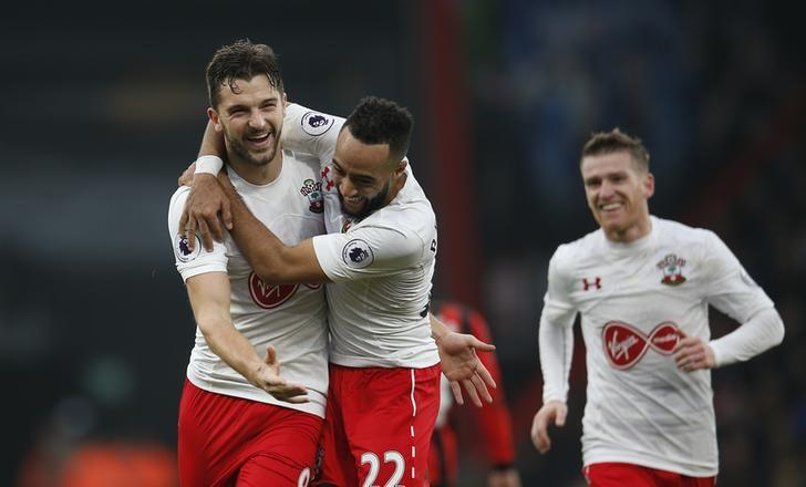 Britain Football Soccer - AFC Bournemouth v Southampton - Premier League - Vitality Stadium - 18/12/16 Southampton's Jay Rodriguez celebrates scoring their third goal with team mates Action Images via Reuters / Andrew Couldridge Livepic