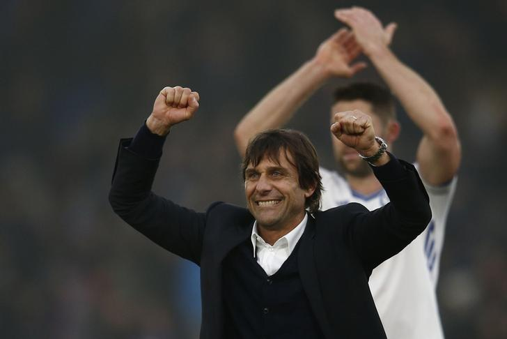 Britain Football Soccer - Crystal Palace v Chelsea - Premier League - Selhurst Park - 17/12/16 Chelsea manager Antonio Conte and Gary Cahill celebrate after the game  Reuters / Peter Nicholls Livepic