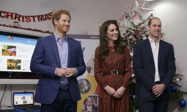 Britain's Prince William, Kate Duchess of Cambridge and Prince Harry (L) stand ready to give an award during a visit to The Mix in London, December 19, 2016. REUTERS/Alastair Grant/Pool