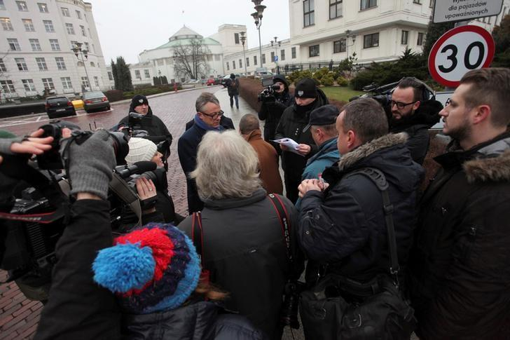 Media representatives wait to enter for a meeting with the Speaker of Senate during the fourth day of a protest in front of the Parliament building in Warsaw, Poland December 19, 2016. Agencja Gazeta/Slawomir Kaminski/via REUTERS
