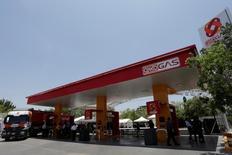 Una gasolinera de Oxxo en San Pedro Garza García, México, jul 6, 2016. México iniciará la liberalización de los precios de las gasolinas y el diésel el 30 de marzo del 2017 y la continuará de manera gradual a lo largo del año, dijo el miércoles el regulador del sector energético.  REUTERS/Daniel Becerril