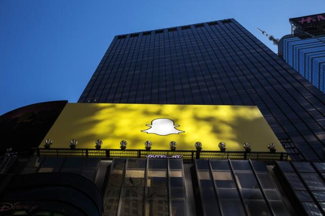 A billboard displays the logo of Snapchat above Times Square in New York March 12, 2015. REUTERS/Lucas Jackson/File Photo - RTX2TYQU