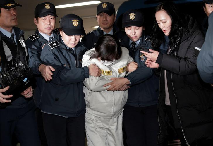 Choi Soon-sil, the jailed confidante of disgraced South Korean President Park Geun-hye, center, arrives for questioning into her suspected role in political scandal at the office of the independent counsel in Seoul, South Korea, Saturday, Dec. 24, 2016. REUTERS/Ahn Young-joon/Pool