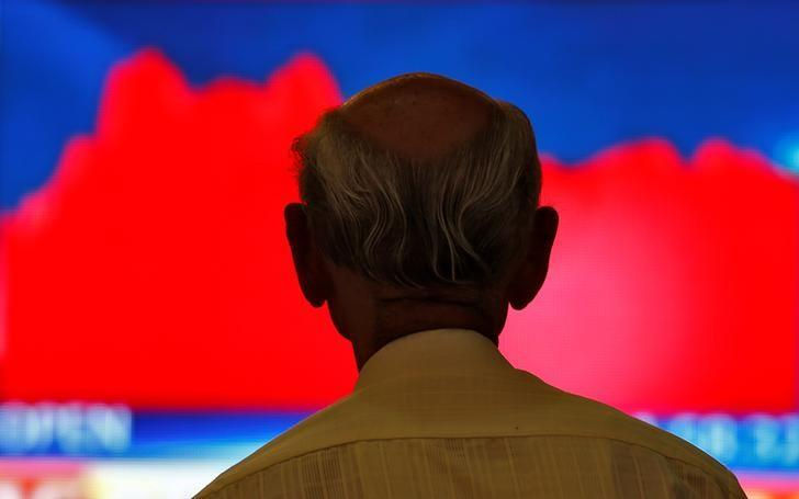 A man looks at a screen displaying news of markets update inside the Bombay Stock Exchange (BSE) building in Mumbai, India, November 9, 2016. REUTERS/Danish Siddiqui/Files