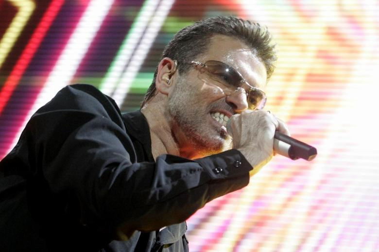 FILE PHOTO: Singer George Michael performs on stage during his ''25 Live'' world tour at the Bercy stadium in Paris October 9, 2006. REUTERS/Benoit Tessier/File Photo
