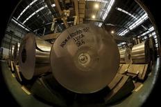 Bobinas de alumínio são vistas em fábrica da Novelis em Pindamonhangaba, Brasil 19/06/2015 REUTERS/Paulo Whitaker/File Photo