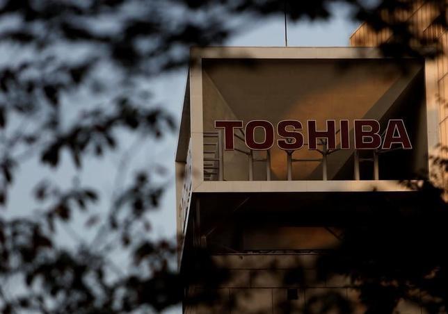 12月27日、東芝は米原発子会社ウエスチングハウス(WH)が昨年末買収したCB&Iストーン・アンド・ウエブスター(S&W)社について、買収に伴い1000億円単位の減損損失を計上する可能性があると発表した。2015年11月撮影(2016年 ロイター/Yuya Shino)