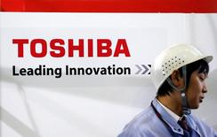 Toshiba a annoncé mardi une provision pour dépréciation de plusieurs milliards de dollars liée à une acquisition dans le nucléaire aux Etats-Unis. /Photo d'archives/REUTERS/Yuriko Nakao