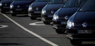 Volkswagen cars are seen at Volkswagen car factory in Palmela, Portugal, December 9, 2016.   REUTERS/Rafael Marchante