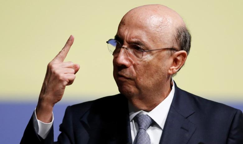 Brazil's Finance Minister Henrique Meirelles gestures as he attends a meeting with businessmen in Curitiba, Brazil, December 20, 2016. REUTERS/Rodolfo Buhrer