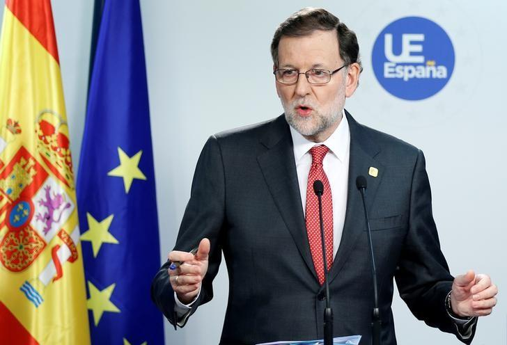Spain's Prime Minister Mariano Rajoy addresses a news conference during a European Union leaders summit in Brussels, Belgium, December 15, 2016. REUTERS/Francois Lenoir/Files